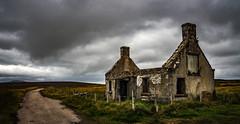 highlands graffiti house 1 (Bilderschreiber) Tags: abandoned old house scottish highlands scotland schottland alt verlassen haus rainy rain regen ruine ruin