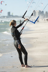 Taking a breather (Rob Millenaar) Tags: southafrica bloubergstrand dolphinbeach capetown kitesurfing people