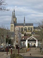 Quel est ce lieu??? Le Centre culturel et l'église de Dourdan (91) (Yvette G.) Tags: quelestcelieu dourdan essonne 91 îledefrance randonnée arbresculpté église centreculturel
