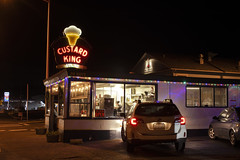 Custard King (Curtis Gregory Perry) Tags: astoria oregon neon sign custard king night longexposure restaurant nikon d810 automóvil coche carro vehículo مركبة veículo fahrzeug automobil