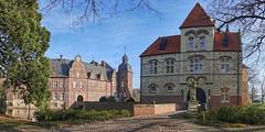 Moited castle Darfeld 2 (pe_ha45) Tags: moatedcastle wasserschloss château münsterland darfeld nepomuk torhaus brücke