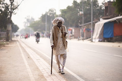 Walking - Takumar S-M-C 85mm 1.8 (thomas.pirolt) Tags: india goverdhan streetphotography street streetlife sony a7 a7ii people portrait candid moment theindiatree travel traveling national geographic simple walking takumar smc 85mm 18 photography