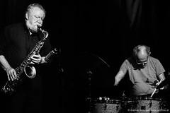 Evan Parker: sax / Paul Lytton: drums (jazzfoto.at) Tags: sw bw schwarzweiss blackandwhite blackwhite noirblanc bianconero biancoenero blancoynegro zwartwit pretoebranco sony sonyalpha sonyalpha77ii alpha77ii sonya77m2 wwwjazzfotoat wwwjazzitat jazzitsalzburg jazzitmusikclubsalzburg jazzitmusikclub jazzfoto jazzphoto markuslackinger jazzinsalzburg jazzclubsalzburg jazzkellersalzburg jazzclub jazzkeller jazzit2018 jazz jazzsalzburg jazzlive livejazz konzertfoto concertphoto concertphotos liveinconcert stagephoto greatjazzvenue greatjazzvenue2018 downbeatgreatjazzvenue salzburg salisburgo salzbourg salzburgo austria autriche blitzlos ohneblitz noflash withoutflash concert konzert concerto concierto musiker musik music конце́рт