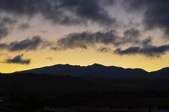 Crepúsculo (José M. Arboleda) Tags: paisaje nube crepúsculo amanecer salidadelsol montaña silueta contraluz popayán colombia canon eos 5d markiv ef24105mmf4lisusm josémarboledac