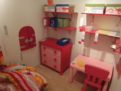 理想のようで現実離れした子供部屋と題した写真