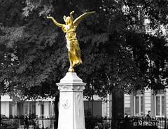 Golden Angel_Square de Meeûs Brussels (Mick @ MBE) Tags: brussels belgium statue monument park trees golden mbe september autumn city streetscene streetscape meeûs 2014