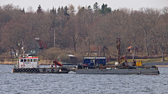 The work boat Signal towing the barge King Loke in Stockholm (Franz Airiman) Tags: peabmarin peab båt ship fartyg boat lidingöbro bay fjärd lillavärtan stockholm sweden scandinavia