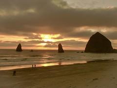 Haystack Sunset. Cannon Beach, Washington. (mtm2935) Tags: coastal coast oregon beach sea pacificocean cannonbeach haystack sunset