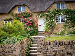 Cottage in Ebrington, Cotswolds (Bob Radlinski) Tags: cotswolds ebrington england europe gloucestershire uk em1c7412orf