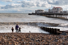 Lovely afternoon in Worthing (rafpas82) Tags: family children pier sea ocean bambini mare pontile molo oceano amusements cielo sky clouds nuvole worthing sussex regnounito unitedkingdom inghilterra england spiaggia fujifilmxt20 35mmf2 fujinon35mmf2 xt20 beach beacheslandscapes
