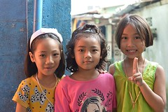 cute friends (the foreign photographer - ฝรั่งถ่) Tags: three cute girls friends khlong thanon portraits ban bangkhen thailand canon