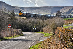 Sharp Bend (whosoever2) Tags: uk united kingdom gb great britain england nikon d7100 train railway railroad march 2019 edale derbyshire hopevalley gbrf class66 66724 6e51 peakforest cemex selby sun road landscape