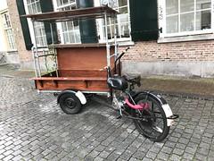 IMG_0138 (De avonturen van de Argusvlinder) Tags: gevonden gevondenvoorwerp lostfound cingelstraat breda fiets bakfiets