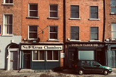 No 6 Arran Chambers / The Dublin Clock Company (Rhisiart Hincks) Tags: dublin dulyn baileáthacliath iwerzhon ireland iwerddon ирландия iwerdhon irsko ιρλανδία éire èirinn īrija irlanda 爱尔兰 írország airija 愛爾 pensaernïaeth arkitektura architecture adeiladouriezh ailtireachd ailtireacht pennserneth