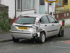 Focus on This! (Andrew 2.8i) Tags: spot classics classic road kingdom united streetspotting cars car street spotting carspotting uk wales crashed smash accident roadtrafficcollision hatch hatchback 14cl 1400cl 1400 cl 14 focus ford