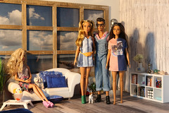 visitors at the beachhouse (photos4dreams) Tags: dress barbie mattel doll toy photos4dreams p4d photos4dreamz barbies girl play fashion fashionistas outfit kleider mode puppenstube tabletopphotography diorama scenes 16 canoneos5dmark3 fox delilah minikleid minidress franny blond blonde