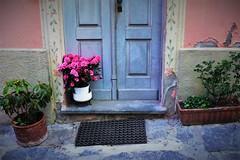 Tra le vie di Varzi (Pavia) (ornella sartore) Tags: borgo varzi porta fiori colori allaperto dettagli
