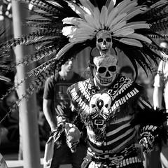 Aztec Dance (gcarmilla) Tags: aztec azteco dancer teschio skull monochrome blackandwhite biancoenero bw danza folkloristico folkloristica azteca cultural culturale