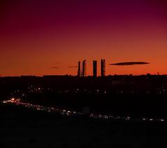 CUANDO LA CIUDAD DESPIERTA (Pedro Angel Ruiz) Tags: madrid pozuelodealaarcon aravaca amanecer paisajes ciudad turismo torres rascacielos city landscapes cars sky