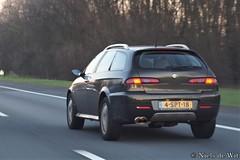2004 Alfa Romeo 156 Crosswagon (NielsdeWit) Tags: nielsdewit car vehicle carspot highway snelweg a12 4spt18 driving alfa romeo 156 crosswagon sportwagon green q4