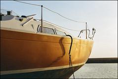 Bow - ExtraFilm 200 exp* (magnus.joensson) Tags: sweden swedish skåne klagshamn marina boat sunset canon eos 300 analog 50mm stm extrafilm200 c41 expired