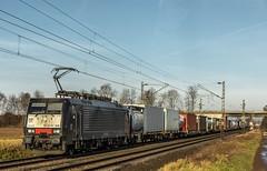 04_2019_02_13_Bornheim_ES_64_F4_-_095_6189_995_DISPO_MRCE_mit_Containerzug  ➡️ Koln (ruhrpott.sprinter) Tags: ruhrpott sprinter deutschland germany allmangne nrw ruhrgebiet gelsenkirchen lokomotive locomotives eisenbahn railroad rail zug train reisezug passenger güter cargo freight fret bonn bornheim köln db cfl dispo öbb rpool 0023 6101 6110 6186 6189 6193 es64f4 mrce dispolok polizei hubschrauber helikopter ic rb 45 luxemburg düsseldorf himmel blau azur sonne gegenlicht outdoor logo natur