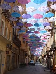 Iglésiais - rue avec parapluie (thiery49) Tags: sardaigne été summer sudouest veille ville art parapluie rue