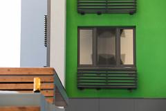 Окно с декоративным ящиком для кондиционера (Девелоперская компания) Tags: окно ящикидлякондиционеров фасад зеленый декоративныйфасад европейский тюмень россия брусника window airconditionerboxes facade green decorativefacade european tyumen russia