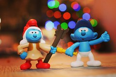 Schtroumpfs 001 (Exocet93) Tags: schtroumpfs jouet colors couleurs figurine bokeh nikon 35mmf28 d300 game smurfs color colorée couple miniature 35mm aperture bokehlicious