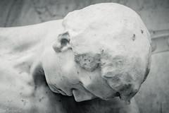 Der Kof des Gefallenen (The fallen's head) (der Sekretär) Tags: bellinzona cantonticino detail gefallenendenkmal gesicht kantontessin kopf kriegerdenkmal mahnmal marmor portrait schweiz skulptur soldat statue stein switzerland tessin ticino closeup gefallen head killed lasuisse marble sculpture soldier stone warmemorial warveteranmemorial