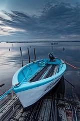 La barque bleue et blanche (fredf34) Tags: bassindethau thau thaustatique étangdethau étang pond barque sète fredf34 fredfu34 pentax pentaxk3 k3 hdpentaxda1685mmf3556eddcwr