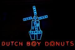 Dutch Boy Donuts Neon Sign (J Wells S) Tags: dutchboydonuts windmill neonsign neon americansignmuseum campwashington cincinnati ohio text sign
