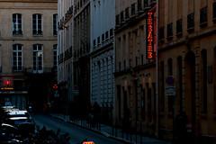 veillez la culture (danielponga) Tags: paris square achitecture street streetphotgraphy people placesrue france noiretblanc monocrome saintgermain chatelet saintlazare arrondissement lights limière bâtiment building old blackwhite theater theatre teatro francia