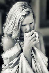 relaxation (Kati471) Tags: relaxation woman longhair relax entspannung pause tasse decke cup feelgood bw monochrom
