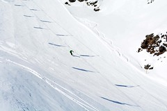 Ombre sulla pista (giorgiorodano46) Tags: marzo2019 march 2019 giorgiorodano solda sulden sudtirolo altoadige italy stelvio stilfser parconazionaledellostelvio seggiovia telesiege ski ombre shadows