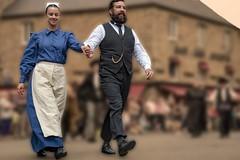 couple de danseurs (Patrick Doreau) Tags: people personne bretonne danseuse tradition culture fête sourire yeux coiffe femme défilé woman bretagne guigamp saintloup celtique costume