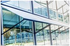 Sonnenschutz / sun protection (Reto Previtali) Tags: fenster windows architektur sommer sonne schatten shadow nikon nikkor digital flickr outdoor blue blau berge schnee winter frühling haus stoff geometrie symetrisch linien treppen baum pflanzen switzerland graubünden schweiz licht hell