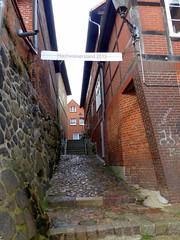Hochwasserstand 2013- flood level 2013 (Anke knipst) Tags: germany lauenburg elbstase street fachwerkhaus cobblestone kopfsteinpflaster halftimbred hochwasser flood