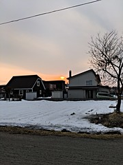 Sunset in the Neighborhood on the Last Day of Winter 2 (sjrankin) Tags: 20march2019 edited kitahiroshima hokkaido hdr sunset weather clouds wind road snow houses neighborhood wires lines