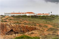 Hotol near Ponta da Atalaia (Luc V. de Zeeuw) Tags: atalaia cloudy hotel pontadaatalaia rock sagres algarve portugal
