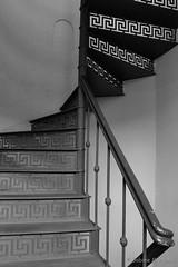 Old fashioned (Sockenhummel) Tags: treppe treppenhaus stairway stairs staircase stairwell escaliers stufen architektur architecture steps geländer railing handlauf fuji xt10