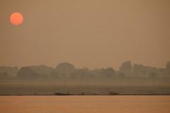 Amanecer En El Ganges (PoLiTvS) Tags: 2011 2011india1 agua asia barcas digital formatos ganges india lugares rios sol transportes varanasi viajes