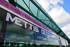 Mettis Découverte... (Last Border of the Picture) Tags: bus mettis metz lorraine moselle grand est france europe violet prune letter character sky glass