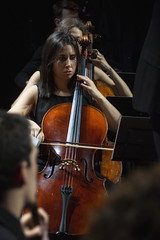 Chelo con repetición (Guillermo Relaño) Tags: maxbruch camerata musicalis teatro nuevoapolo madrid guillermorelaño nikon d90 concierto número1 n1 violín violin especial ¿porquéesespecial orquesta orchestra cello chelo violonchelo