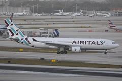 EI-GFX MIA 29.12.2018 (Benjamin Schudel) Tags: mia miami international airport florida usa eigfx air italy airitaly airbus a330200