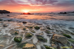 The waves come and go. (Ernest Bech) Tags: catalunya girona costabrava palamòs calelladepalafrugell parcnaturaldecaproig mar sea seascape landscape longexposure llargaexposició llums lights albada amanecer sortidadesol sunrise