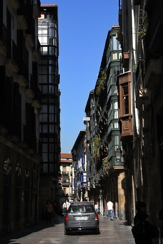 20100604 031 Jakobus Bilbao Gasse Hausfassaden Fenster Balkon
