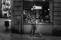 Barcelona Streets (Rense Haveman) Tags: barcelona pentaxk5 rensehaveman bw blackwhite people street highcontrast light lightroom city life