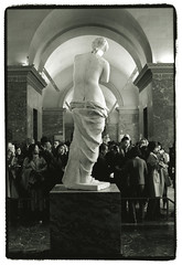 Venus de Milo (Tamakorox) Tags: paris france louvre venusdemilo sculpture art japan japanese canon f1 kodak iso400 tmax film ilfordrcpaper bw street light shadow analoguecamera 日本 日本人 光 影 喜び ルーブル ミロのヴィーナス ルーヴル美術館