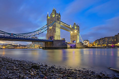 Bassa marea / Low tide (Tower Bridge, London, United Kingdom) (AndreaPucci) Tags: towerbridge london uk thames lowtide night andreapucci